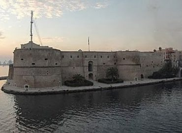 "Taranto bizantina. Dalla ""polis"" magnogreca al ""Kastron"" bizantino."