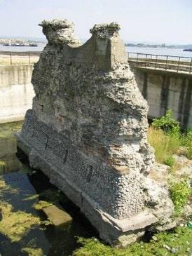 Resti del ponte di Traiano