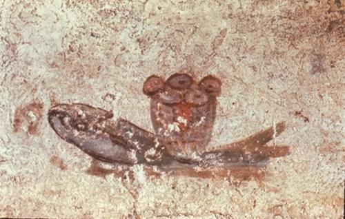 Pesce e pane eucaristico. Particolare di pittura su parete. Complesso di San Callisto. Cripta di Lucina. Roma, inizio III secolo.